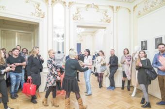 Un regal artistic sub semnatura designerului Carmen Emanuela Popa la Centrul Rus de Stiinta si Cultura Bucuresti